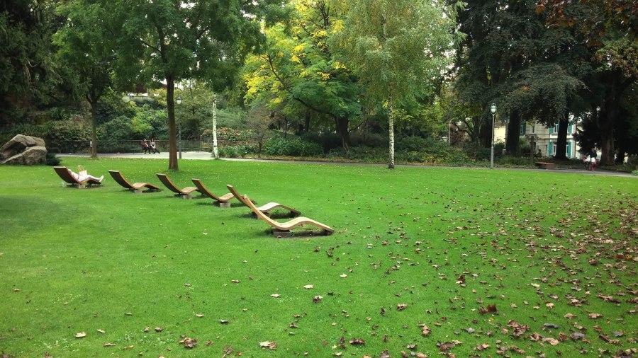Loc de zacut. La soare. In parc. Fix in centru, langa Banca Nationala a Elvetiei.