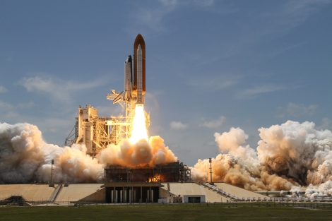 Space_Shuttle_Atlantis_launches_from_KSC_on_STS-132
